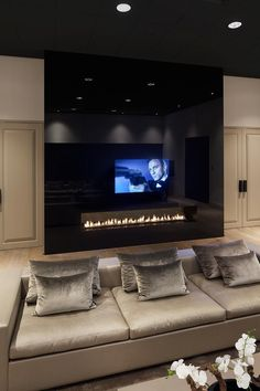Metropolitan Luxury - Eric Kuster luxurious interior design ideas perfect for your projects. #interiors #design #homedecor www.covetlounge.net