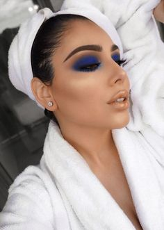 I don't like blue eyeshadow but this is a Look tbh - new_make_up_pintennium Cute Makeup, Glam Makeup, Gorgeous Makeup, Beauty Makeup, Huda Beauty, Makeup Geek, Cheap Makeup, Blue Eye Makeup, Eye Makeup Tips