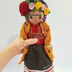 Frida Kahlo versión de Colección . . Tejemos tu Mundo . . . . . #ecogifts #tejemostumundo #iloveecogifts #crochet #allyouknitislove #crochetlover #crochetart #frida #fridakahlo #kahlo #artemexicano #diseñomexicano #mexicanart #mexicandesign #ideartemexico #mexicocreativo #mexicanoschingonesmx #manosmx #diseño #mexico #aguascalientesmexico #Aguascalientes #orgullomexicano #mujeresemprendedoras #mujeremprendedora #fridalove #handmade #hechoamano #hechoenmexico #madeinme...