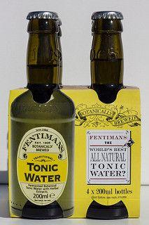 Im lokalen Edeka tauchte plötzlich Fentimans auf. Sofort wanderte es in den Einkaufswagen. Eine nähere Quelle hätten wir sowieso nicht auftreiben können, und bevor die guten Sachen wieder aus dem Programm genommen werden... Geschichte 1905 begann Thomas Fentiman mit der Herstellung von Ginger Beer. Verkauft wurde es in kleinen Läden. Doch als die Supermärkte in Großbritannien zu ihrem Si ... Tonic Water, Fentimans, Lokal, Sauce Bottle, Nevada, Gin, Whiskey Bottle, Drinking, England