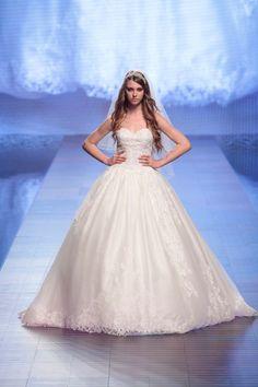 Alessandra Rinaudo 2016 collection #AlessandraRinaudo #nicolespose #romafashionshow #nicole #2016 #collection #wedding #weddingdress #fashion #love #white #color #flower #runway #catwalk #model #models #bride #bridal #brides #marriage #abitodasposa #sposa