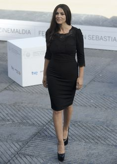 Monica Bellucci en San Sebastián en un little black dress de Dolce & Gabbana