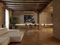 Crusch Alba by Gus Wüstemann. Crusch Alba is a minimalist house located in Barcelona Spain designed by Gus Wüstemann. Apartment Interior Design, Interior Walls, Interior And Exterior, Rustic Apartment, Flat Interior, Apartment Renovation, Appartement Design, Exposed Brick, Minimalist Home
