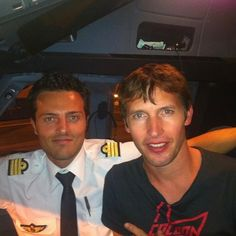 "#throwback Memories Part 1 / Before leaving the Airbus, just posting a few passengers I delivered safely to their home, since 9 years. Starting with this Rockstar @jamesblunt , on his way to Barcelona 3 years ago. ""You only need 5 guitar chords to please your crowds""  #aviation #travel #passengers #memories #rockstar #jamesblunt   #guitar #chords #dontforgettosmile"