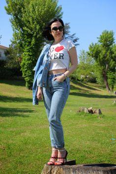 Black Star Style: Un outfit per il 25 Aprile: Jeans, maglietta e un paio di sandali colorati