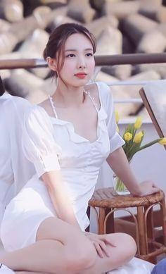 Kpop Girl Groups, Korean Girl Groups, Kpop Girls, Kpop Fashion, Girl Fashion, Asian Woman, Asian Girl, Chaeyoung Twice, Nayeon Twice