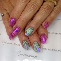 MoYou stamping Nails pink green