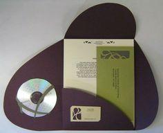 folder con cd, documentos y tarjeta de presentación