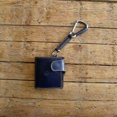 Shackle wallet & carabiner lanyard