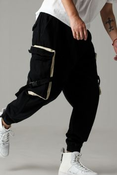 There are numerous standard principles in fashion that might help you save nerves and spare you your self-esteem when you find yourself looking for a completely new wardrobe. Cheap Mens Fashion, Mens Boots Fashion, Gents Kurta, Mens Jogger Pants, Black Joggers, New Outfits, Pants For Women, Street Wear, Menswear