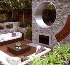 This circular window is so cool!