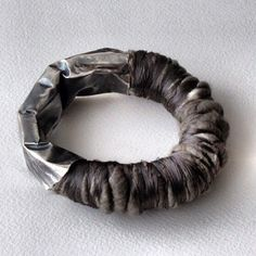 Kika Alvarenga Joalheria  Pulseira Trance   Prata e Fio de Seda - silk thread & silver bracelet
