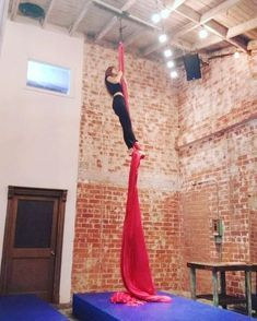 "438 Likes, 12 Comments - Anna Cicone (@00silkdrop) on Instagram: ""Playing with this baby again #aerialist #aerialistsofig #aerialistsofinstagram #flexibility…"""