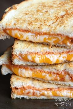 Italian Grilled Cheese Italian Grilled Cheese Sandwiches is my favorite twist to a traditional grilled cheese! Any dinner that's ready in 15 minutes is my kind of easy weeknight meal! I Love Food, Good Food, Yummy Food, Delicious Desserts, Soup And Sandwich, Sandwich Recipes, Pizza Sandwich, Sandwich Ideas, Grilled Sandwich