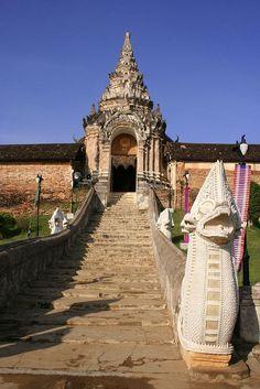Wat Phrathat Hariphunchai, Lamphun, Thailand