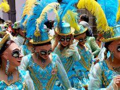 Concurso de Fotografía Elfoton.es #elfoton15 #Reportaje elfoton.com/ Usuario: pablogarciamoreira (Bolivia) - El Carnaval de Oruro. 5 de 6. Otra importante danza de este carnaval es la Morenada, aquí vemos a los integrantes femeninos que conforman la gran columna de danzarines que bailan al ritmo de estruendosas y legendarias melodías. - Tomada en Oruro el 22/02/2009