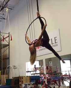 Thanks for teaching me this cute bit of choreo @aerialesley !  #aerialhoop #lyra #cerceau #aerialdance #dancer #aerialist #aerialistsofig #circusarts #choreography #circuseverydamnday