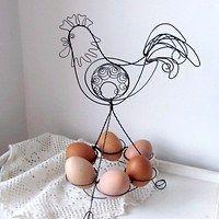 Zboží prodejce Metudka / Zboží | Fler.cz Chicken Wire Sculpture, Wire Flowers, Egg Holder, Metal Hangers, Bird Cages, Wire Crafts, Egg Decorating, Garden Ornaments, Wire Art