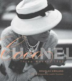 In world-class photographer Douglas Kirkland spent three weeks with fashion icon Coco Chanel. Over the course of this stay, Kirkland photographed Coco. Saint Laurent Paris, Karl Lagerfeld, Coco Chanel Pictures, Mademoiselle Coco Chanel, Mode Chanel, Chanel Style, Chanel Paris, Thing 1, Classy And Fabulous
