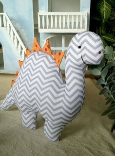 Sewing Stuffed Animals, Stuffed Animal Patterns, Baby Sewing Projects, Sewing For Kids, Animal Sewing Patterns, Fabric Toys, Idee Diy, Baby Pillows, Sewing Toys