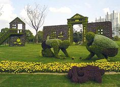 Topiary at this level is done by master gardeners.