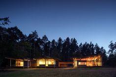 The house glows at night. Off the grid Seattle Washington Henry Island Bohlin Cywinski Jackson --Image 2