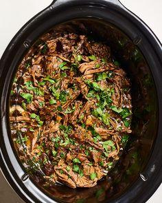 Recipe: Slow Cooker Shredded Balsamic Beef - Things For Your Slow Cooker - Low Carb Recipes Slow Cooker Shredded Beef, Slow Cooker Pork Roast, Slow Cooker Recipes, Crockpot Recipes, Cooking Recipes, Slow Cooking, Crockpot Dishes, Pork Recipes, Pot Roast