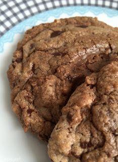 Cookies mit Paranüssen und Edelbitter-Schokolade Cookies, Desserts, Food, Biscuits, Schokolade, Cakes, Just Go, Food Food, Tailgate Desserts