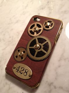 This is an iGearz Steampunk case for an Apple iPhone 4/4S with a brass number plate 428. And, like most iGearz cases, the gears really turn!