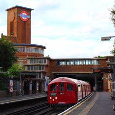 1938 tube train at Park Royal station Victorian London, Vintage London, Old London, London Underground Train, London Underground Stations, Uk Transport, Public Transport, City Of London, Tube Train