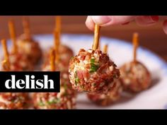 Best Cheese Ball Bites Recipe-How To Make Cheese Ball Bites Cheese Ball Bites Recipe, Cheese Ball Recipes, Balls Recipe, Cheese Bites, Yummy Appetizers, Appetizers For Party, Appetizer Recipes, Party Snacks, Snack Recipes