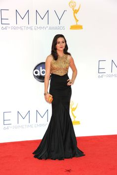 Kat Dennings Emmys 2012; 'Two Broke Girls' Star Shows Major Cleavage On Red Carpet (PHOTO)