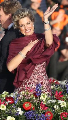 The April 30, 2013, Maxima of the Netherlands became the first Argentina to be queen consort. On 2 February 2002 the princess was married Willem-Alexander, Prince of Orange.
