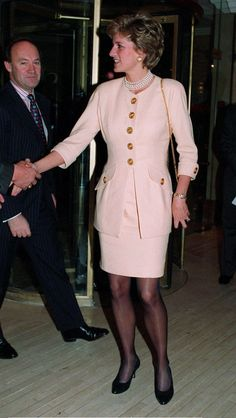 Princess Diana Patron Headway National Head Injuries Association Attending A Lunch At The Hilton Hotel Park Lane London Princess Diana Fashion, Princess Diana Pictures, Princess Diana Family, Princes Diana, Lady Diana Spencer, Charles X, Queen Of Hearts, Buckingham Palace, Royal Fashion