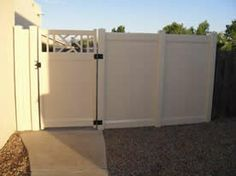 6' beige fence w/Chippendale top gate