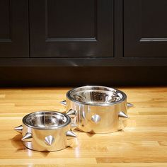 Whether your dog is tough enough inside or out, show off his special style with this designer heavy-duty, cast aluminum pet-friendly spiked pet bowl from Unleashed Life.