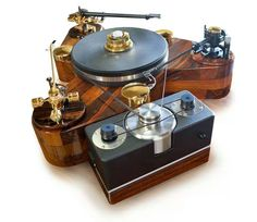 Awesome DIY 3 arms turntable with a VPI motor. Check out the SME V and Graham Phantom II tonearms