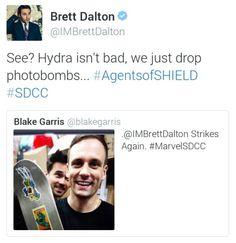 See? Hydra isn't bad, we just drop photobombs || Brett Dalton, Nick Blood || SDCC 2015 || #cast