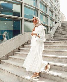 Hijab Fashion 626141154431736422 - Source by ChaiimaAlg Modern Hijab Fashion, Muslim Fashion, Modest Fashion, Fashion Outfits, Modest Outfits, Simple Outfits, Stylish Outfits, Casual Hijab Outfit, Hijab Chic