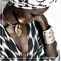 11 January 2019 Image of the Day: 'Bold & Powerful'… Adele Dejak is an authentic jewellery and fashion accessories brand that connects buyers to a true luxury African experience. The brand consists of a wide variety of handcrafted pieces including bracelets, earrings, necklaces and handbags inspired by African textiles, cultures and traditions directly made in Adele's studio in Nairobi, or through collaboration with her established network of partners. African Bracelets, Afro Style, Ethnic Looks, African Textiles, Image Of The Day, Bad Hair Day, Street Chic, African Art, Statement Jewelry