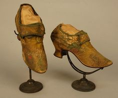 LADY'S FRENCH BROCADED LACE PATTERN SILK SHOES, c. 1720