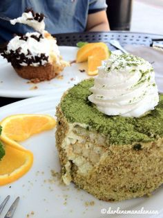 Urth's Cafe Green Tea Tiramisu and Banana Cream Pie. ☕