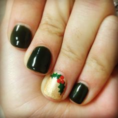 Christmas Shellac done by Majestic Nails in Houma La.