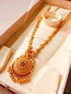 Gold Bangles Design, Gold Earrings Designs, Gold Jewellery Design, Gold Mangalsutra Designs, Gold Haram Designs, Gold Temple Jewellery, Gold Jewelry Simple, Jewelry Patterns, Gold Necklace