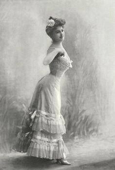 Corset de la Maison Marion Soeurs, 1904. Gorgeous edwardian lingerie, underclothing with lace ruffles and embellismhents.