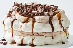 Your favourite cocktail just became dessert and it's everything you'd hoped it would be: fluffy pavlova, vodka-spiked coffee syrup, whipped cream, and chocolate. Christmas Food Treats, Christmas Desserts, Christmas Recipes, Christmas Pavlova, Christmas Candy, Christmas Baking, Pavlova Toppings, Homemade Baileys