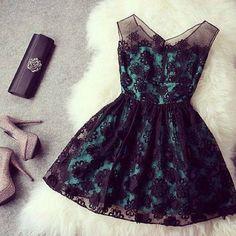vestido verde con encajes negros