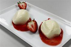 Hvid chokolademousse med jordbærpuré I 4