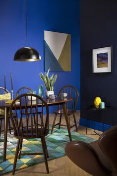 Retro blue geometric dining - 2017 trend