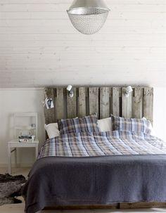 Pallet headboard and concealed bedroom storage Home Bedroom, Bedroom Decor, Winter Bedroom, Bedroom Interiors, Bedroom Ideas, Creation Deco, Scandinavian Bedroom, Minimalist Scandinavian, Awesome Bedrooms